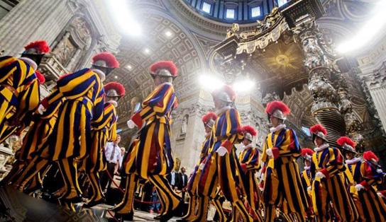 В Ватикан прибыла новая партия швейцарских гвардейцев