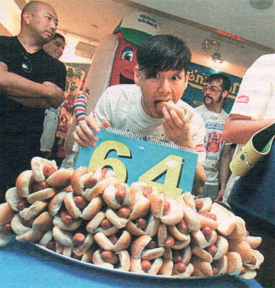 Прожорливый Кобаяси - поедание хот-догов