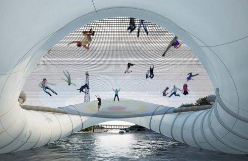 Мост-батут через реку в Париже