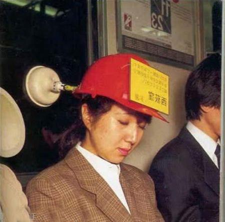 Отличное приспособление, что бы спать в метро! Ваша голова никогда не упадет на соседа!