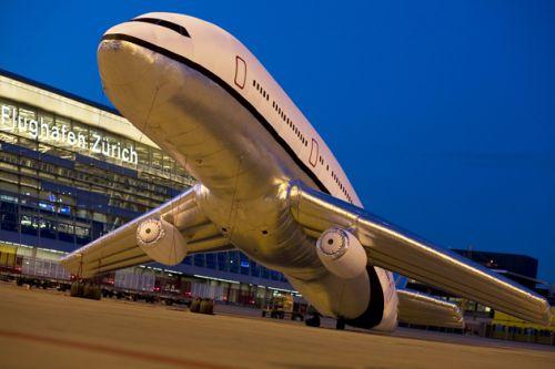 Надувной самолет в Швейцарии